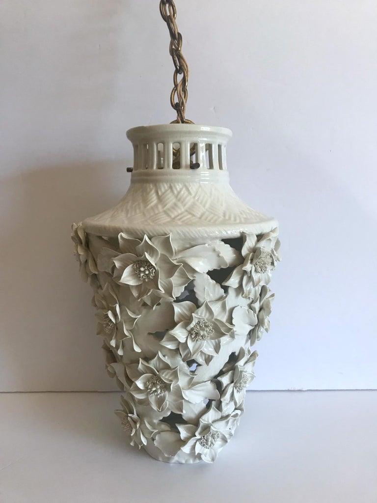 1960s Italian Hollywood Regency Ceramic Floral Pendant Lights For Sale 6
