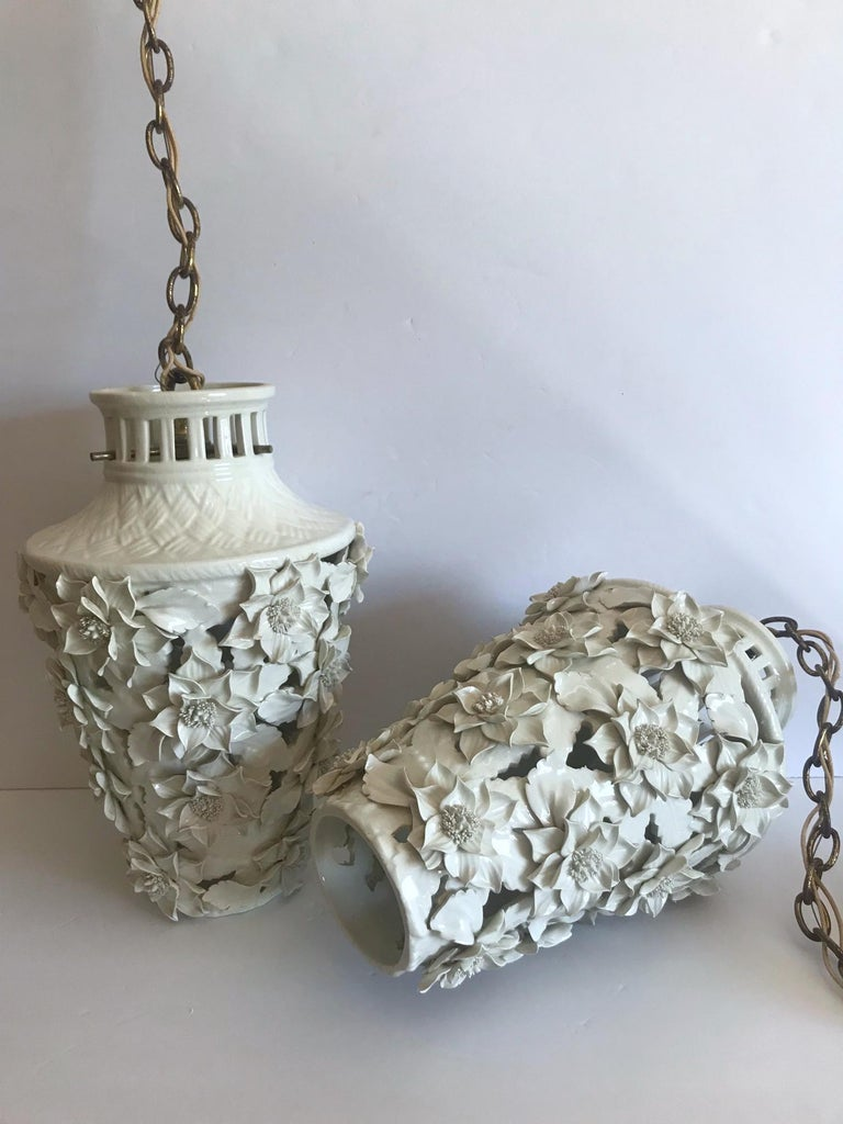 1960s Italian Hollywood Regency Ceramic Floral Pendant Lights For Sale 7