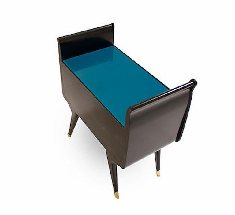 Cast 1960s Italian Mid-Century Modern Teal Blue & Black Lacquer Pair of Nightstands For Sale