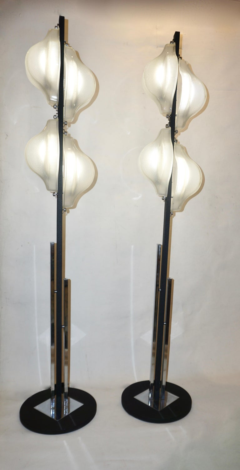 1960s Italian Pair of Minimalist White and Black Organic Chrome Floor Lamps For Sale 5