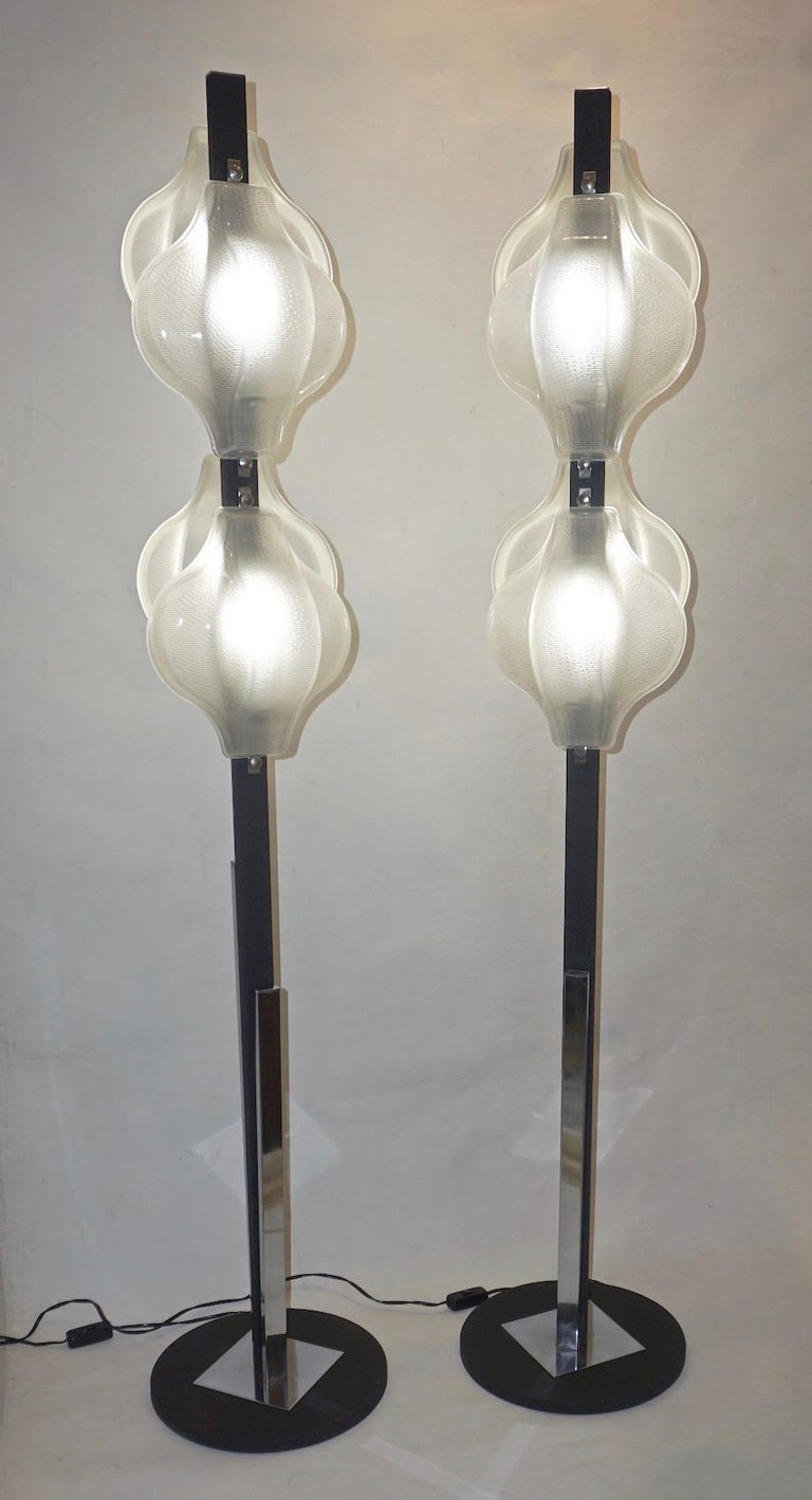 1960s Italian Pair of Minimalist White and Black Organic Chrome Floor Lamps For Sale 7