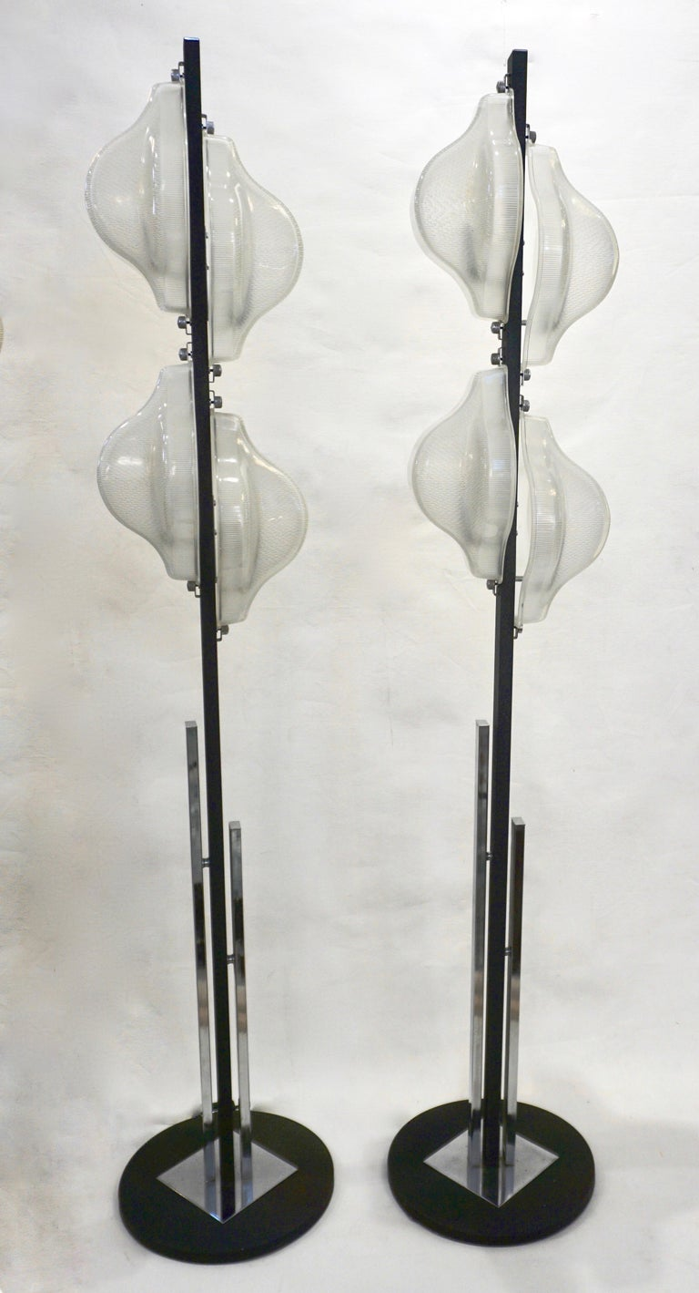 1960s Italian Pair of Minimalist White and Black Organic Chrome Floor Lamps For Sale 8