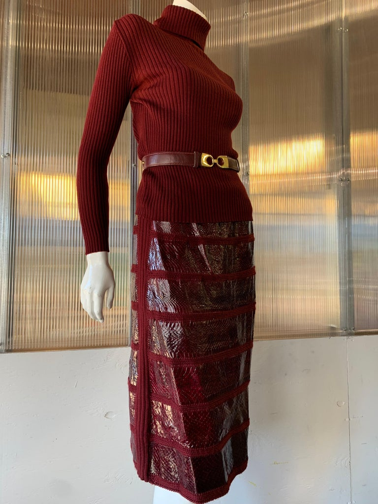 1960s J. Tiktinr 2-Piece Knit Turtleneck Sweater & Snakeskin Skirt In Cranberry  For Sale 6