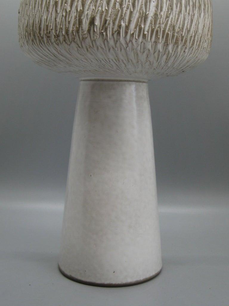1960s Japanese Modernist Ikebana Ceramic Pottery Sgraffito Pedestal Vase Vessel For Sale 1