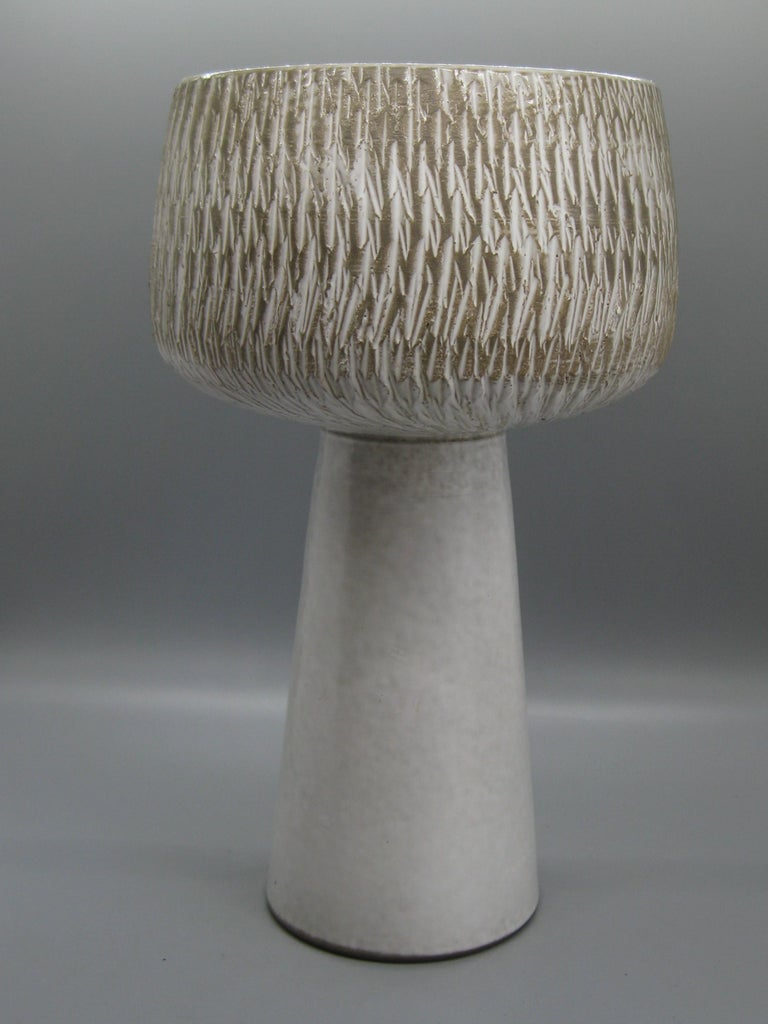 1960s Japanese Modernist Ikebana Ceramic Pottery Sgraffito Pedestal Vase Vessel For Sale 2