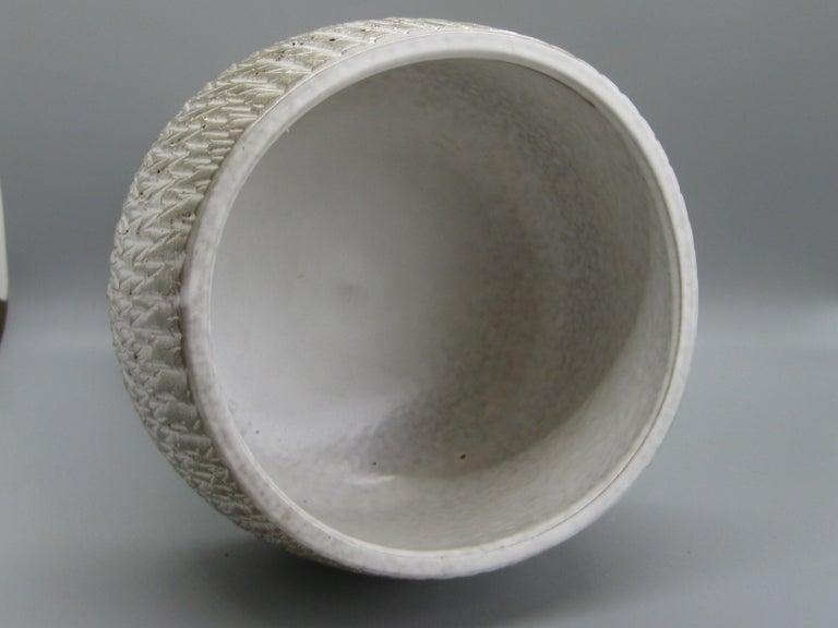 1960s Japanese Modernist Ikebana Ceramic Pottery Sgraffito Pedestal Vase Vessel For Sale 3