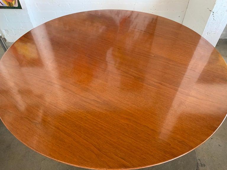 Mid-Century Modern 1960s Knoll Saarinen Round Tulip Table For Sale