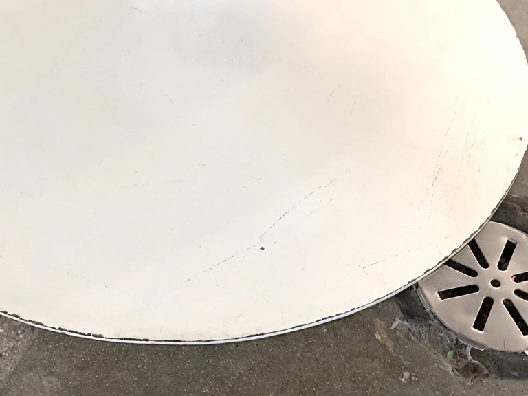 1960s Knoll Saarinen Round Tulip Table In Good Condition For Sale In Palm Springs, CA