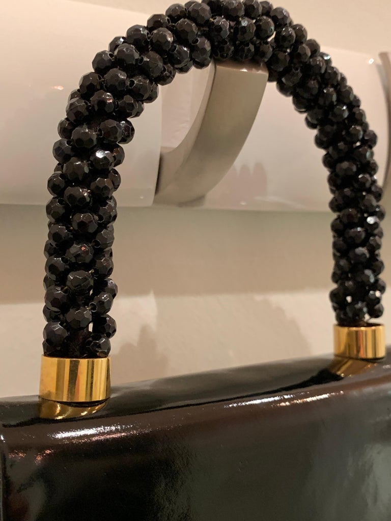 1960s Koret Genuine Black Patent Leather Handbag W/ Faceted Black Bead Handle  In Excellent Condition For Sale In San Francisco, CA