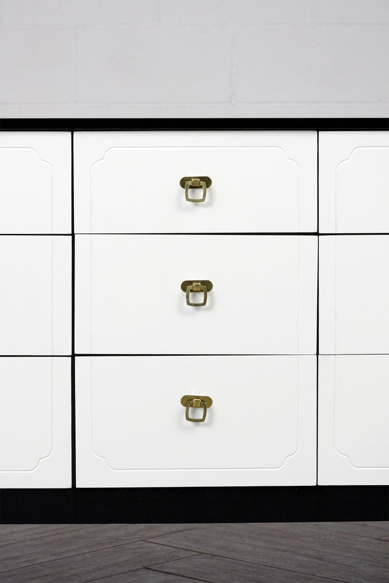 Mid Century Modern White Lacquered Dresser In Good Condition For Sale In Los Angeles, CA
