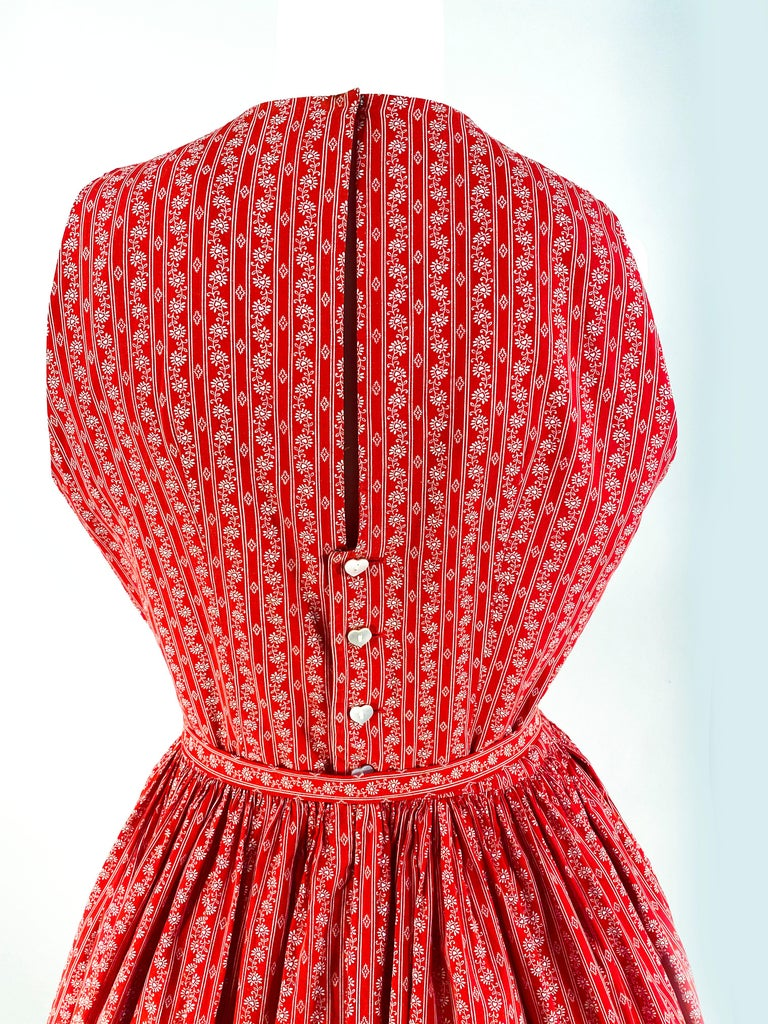1960s Lanz Red Heart Calico Printed Cotton Dress For Sale 4
