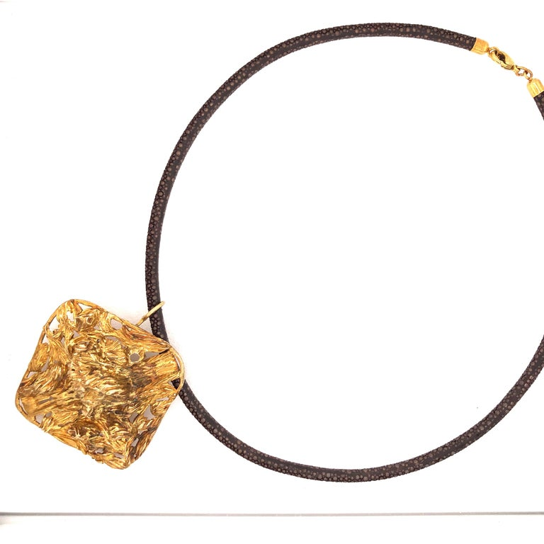 Gold Modernist pendant necklace. The 2