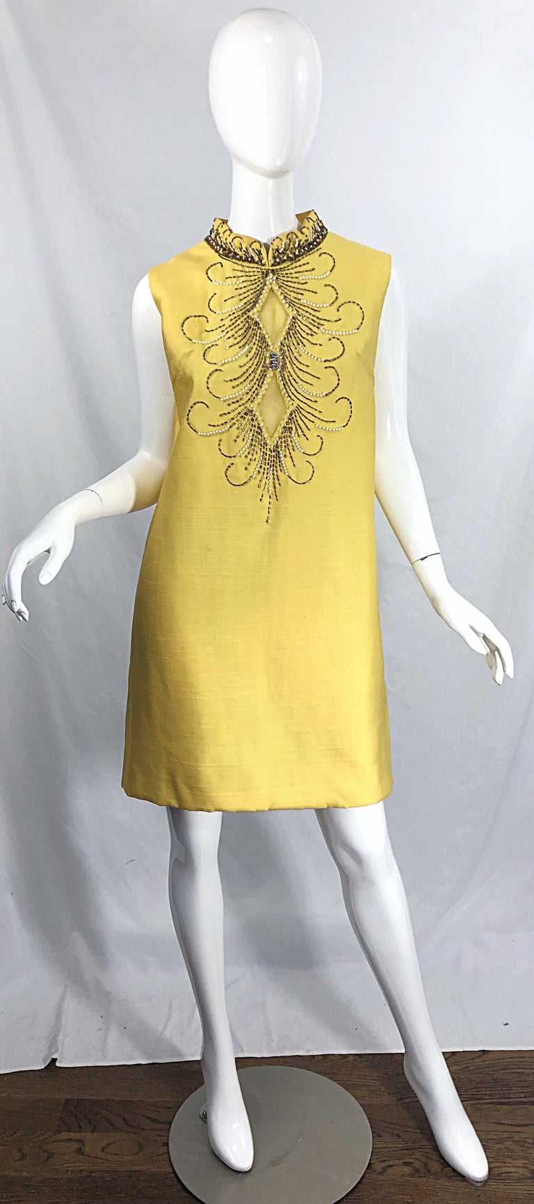 1960s Large size Yellow Beaded Rhinestone Silk Shantung Vintage 60s Shift Dress For Sale 11