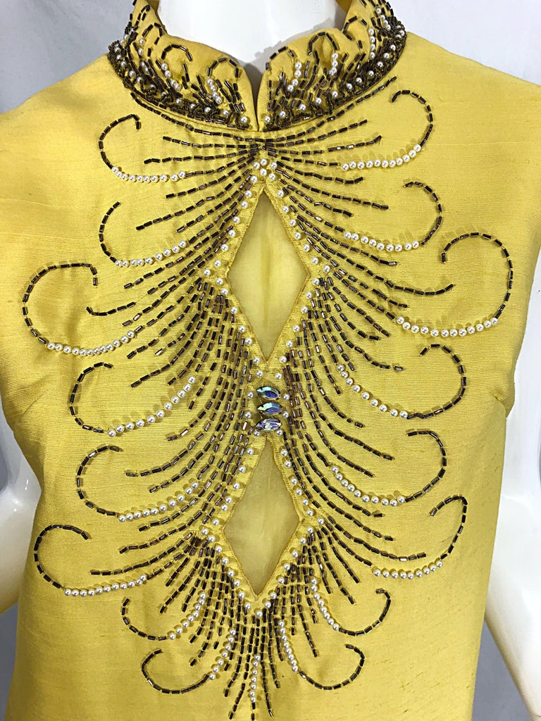 1960s Large size Yellow Beaded Rhinestone Silk Shantung Vintage 60s Shift Dress For Sale 4