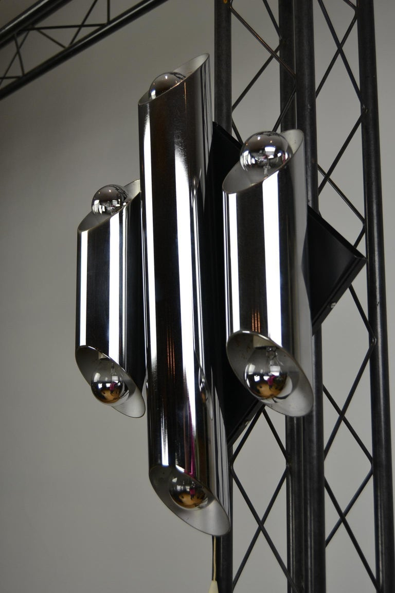 Mid-Century Modern 1960s Large Tubular Metal Wall Scone, Chromed Tubes on Black Lacquered Base For Sale