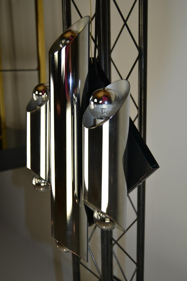 20th Century 1960s Large Tubular Metal Wall Scone, Chromed Tubes on Black Lacquered Base For Sale