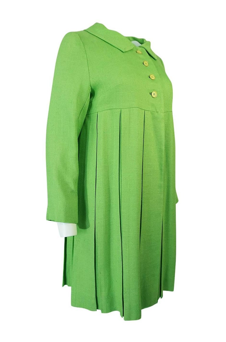 1960s Lee Parker Original Pleated baby Doll Lime Green Coat In Excellent Condition For Sale In Rockwood, ON