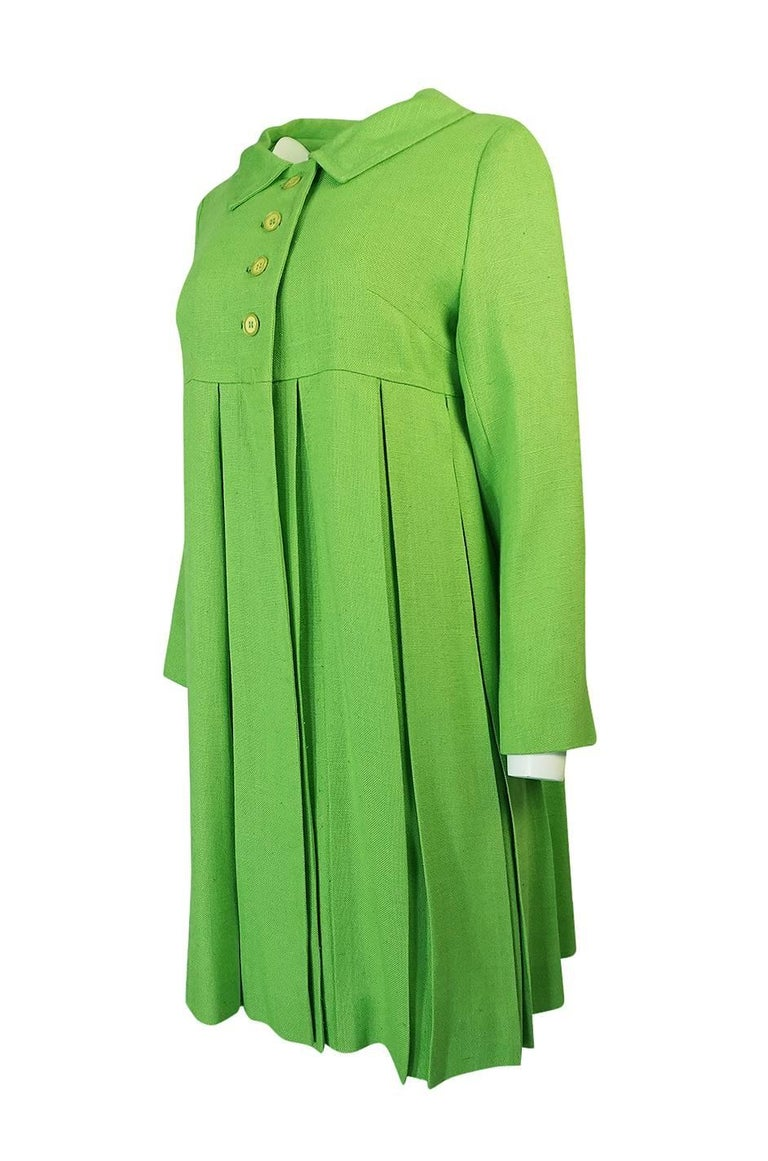 Women's 1960s Lee Parker Original Pleated baby Doll Lime Green Coat For Sale