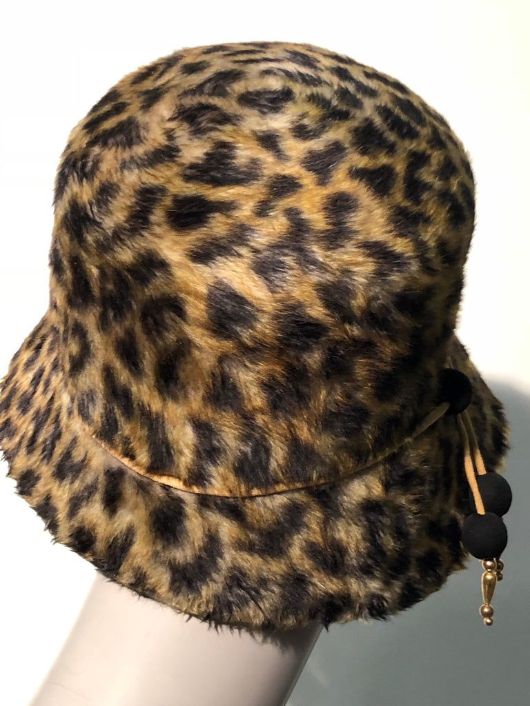 1960s Leslie James Leopard Print Faux Fur Bucket Style Hat W/ Unique Beaded Band In Excellent Condition For Sale In San Francisco, CA