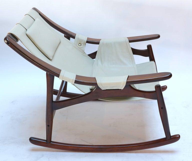 Mid-Century Modern Liceu de Arte Brazilian Jacaranda Wood Rocking Chair in Beige Leather, 1960s For Sale