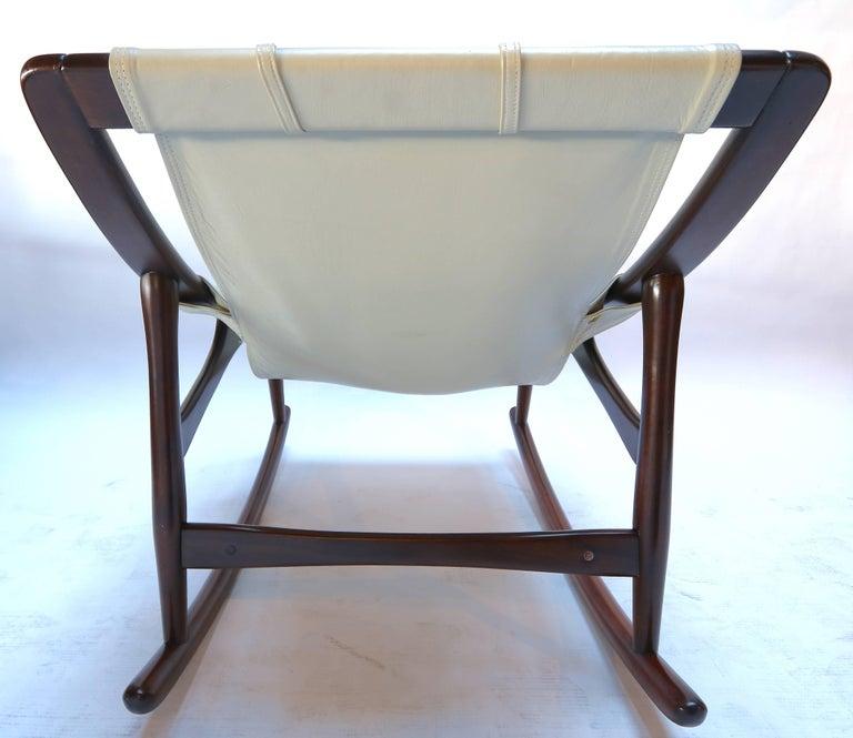 Mid-20th Century Liceu de Arte Brazilian Jacaranda Wood Rocking Chair in Beige Leather, 1960s For Sale