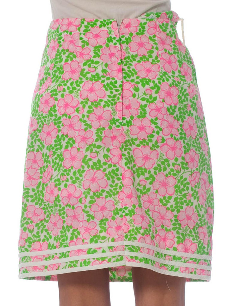 1960S LILLY PULITZER Pink  & Green Cotton Floral Mini Skirt In Excellent Condition For Sale In New York, NY