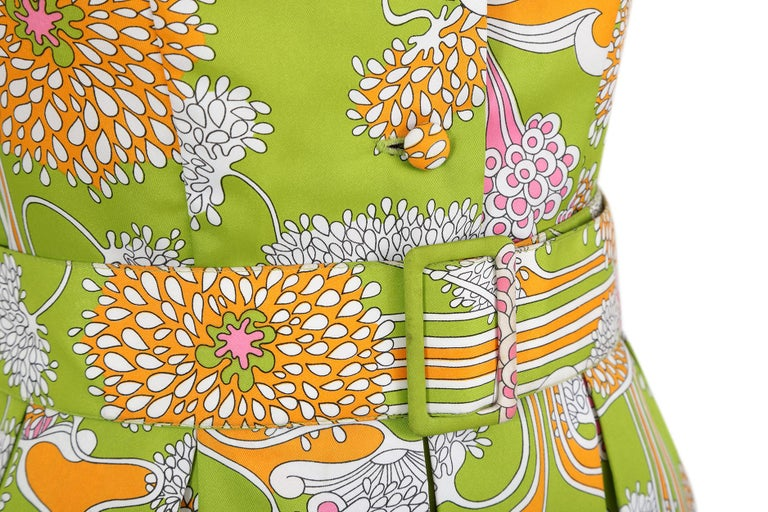 Women's 1960s Lime Green Psychedelic Print Dress With Box Pleat Skirt And Wide Lapel  For Sale