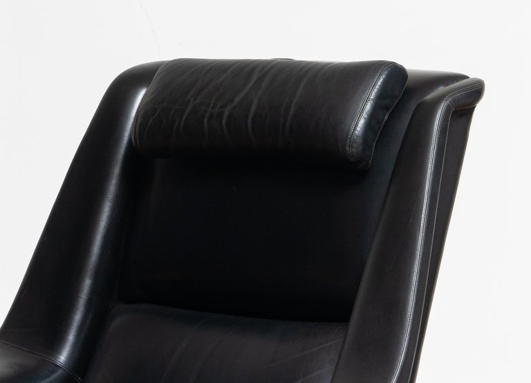 1960s, Lounge Chair 'Profil' by Folke Ohlsson for DUX in Black Leather and Teak 4