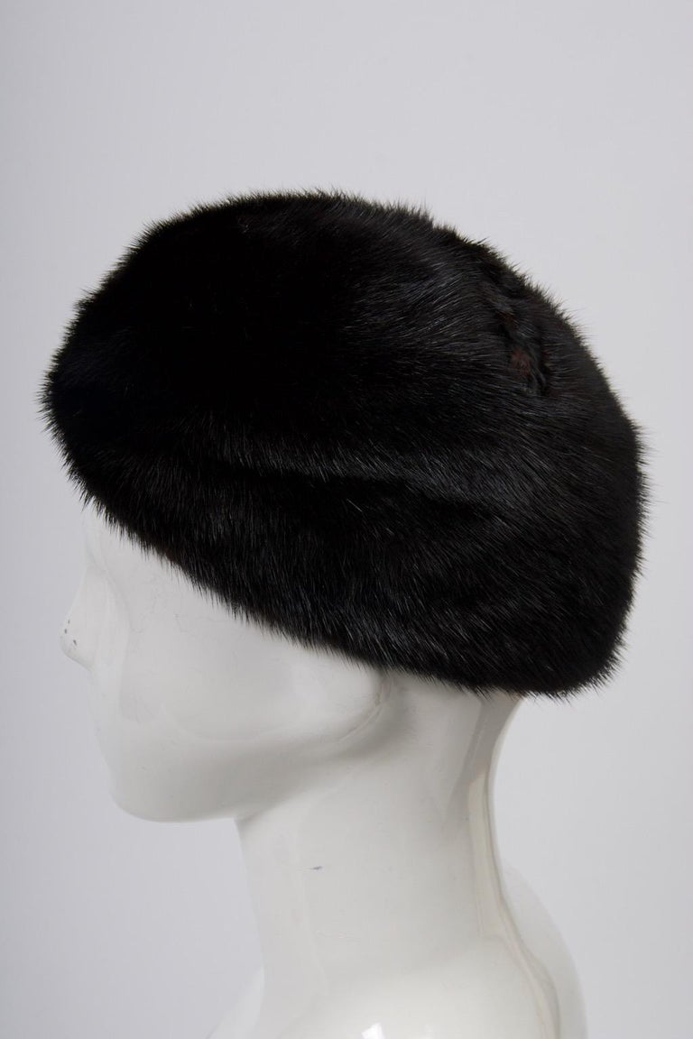 1960s Mahogany Mink Hat In Good Condition For Sale In Alford, MA