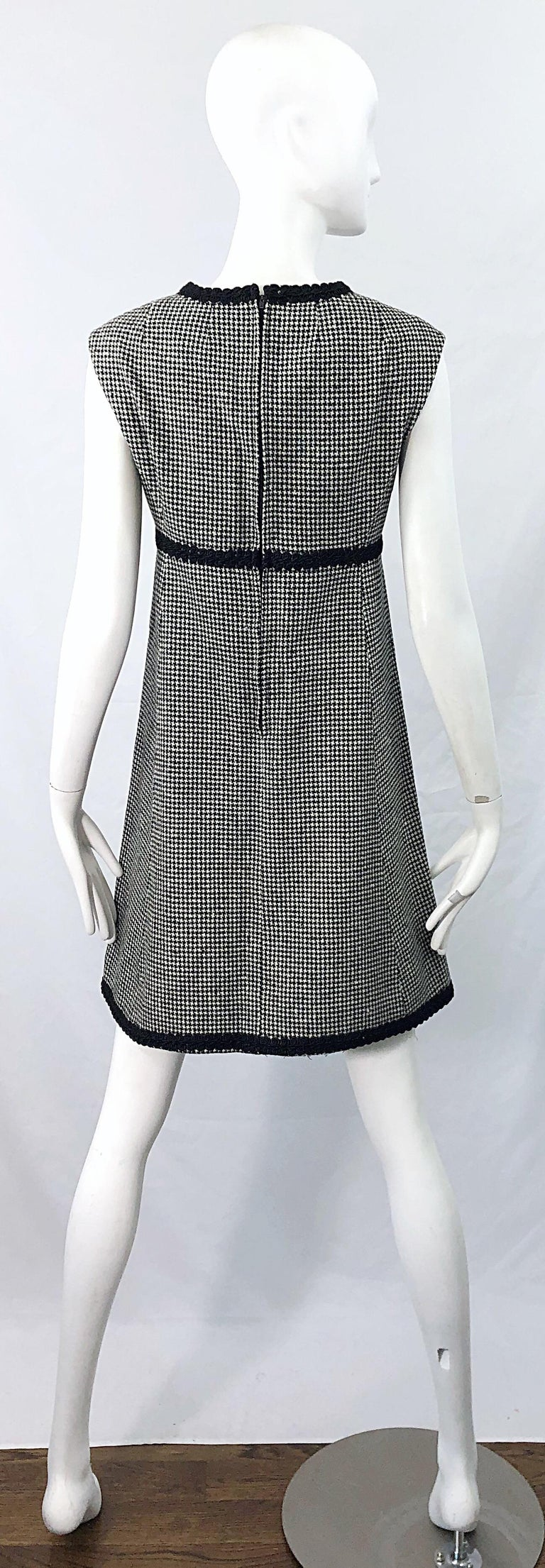 1960s Mamselle by Betty Carol Black and White Houndstooth Wool 60s A Line Dress For Sale 7