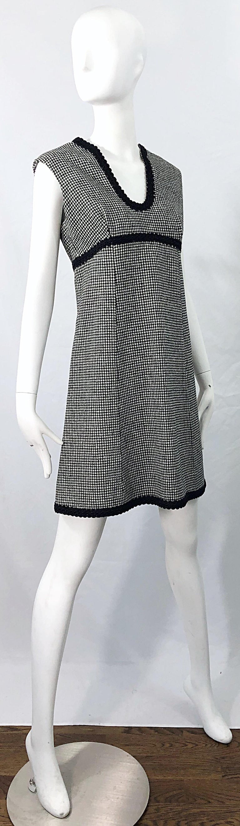 1960s Mamselle by Betty Carol Black and White Houndstooth Wool 60s A Line Dress For Sale 8
