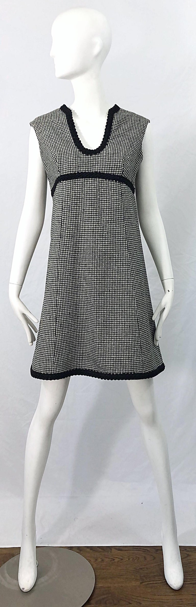 1960s Mamselle by Betty Carol Black and White Houndstooth Wool 60s A Line Dress For Sale 9