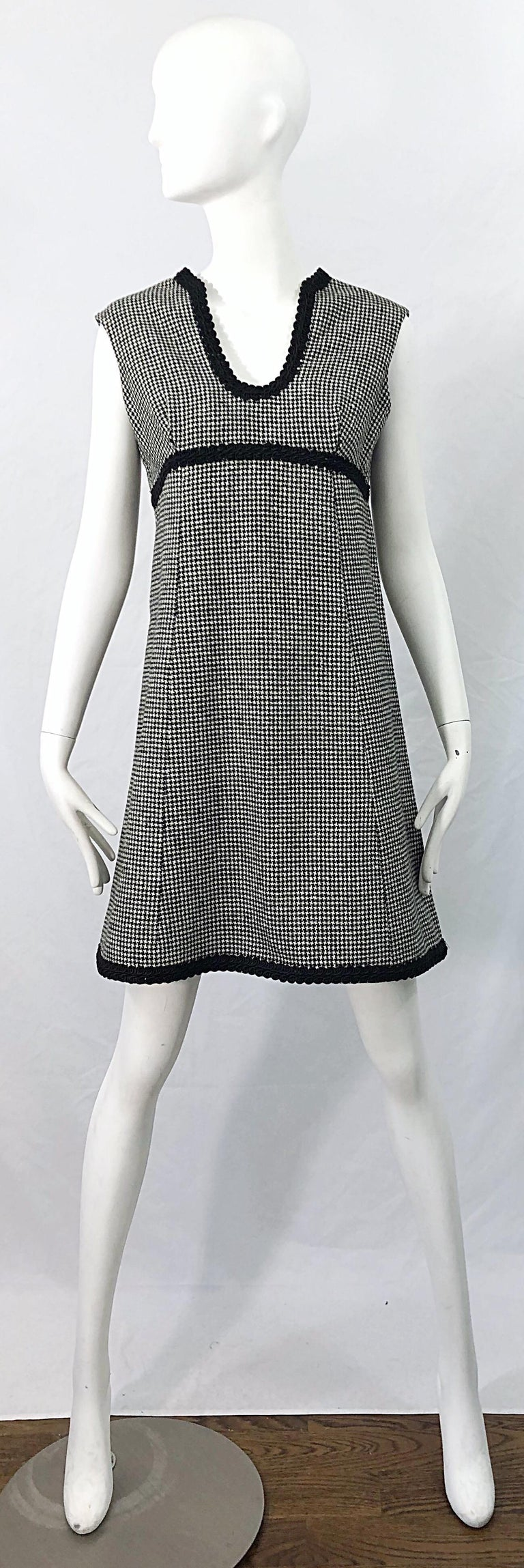 Chic MAMSELLE by BETTY CAROL black and white wool mini houndstooth print A-Line wool dress ! Features a pretty scooped v-neck with black embroidery. Empire style waist with embroidery under the bust and at the hem. Full metal zipper up the back with