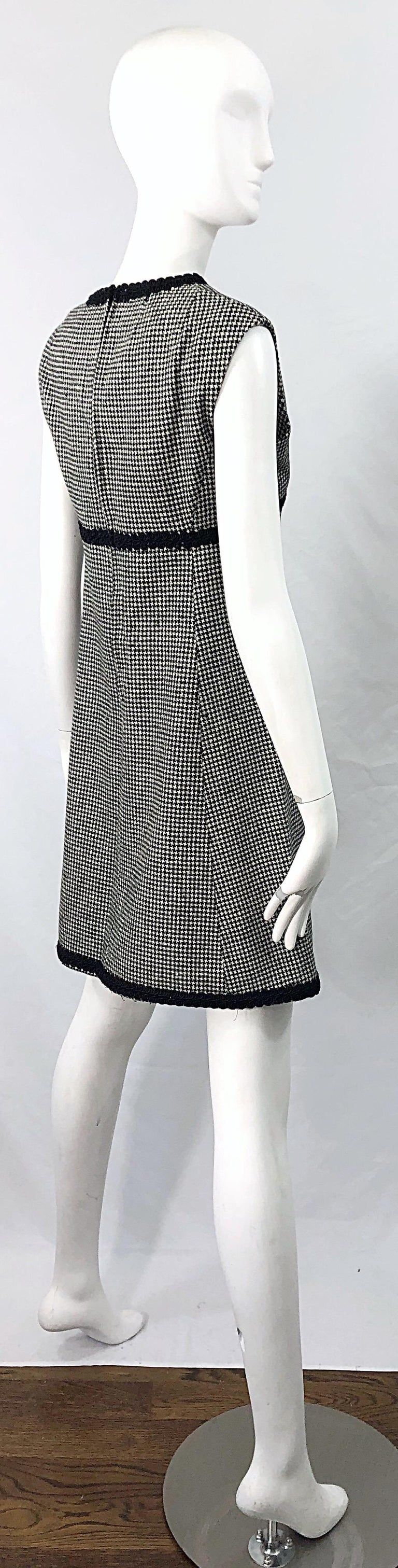 Women's 1960s Mamselle by Betty Carol Black and White Houndstooth Wool 60s A Line Dress For Sale