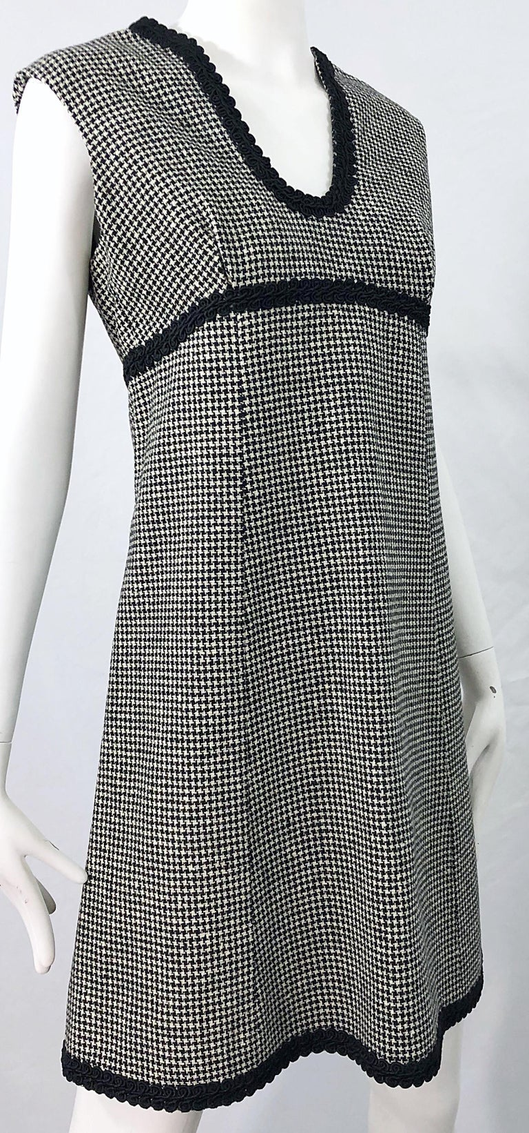 1960s Mamselle by Betty Carol Black and White Houndstooth Wool 60s A Line Dress For Sale 4