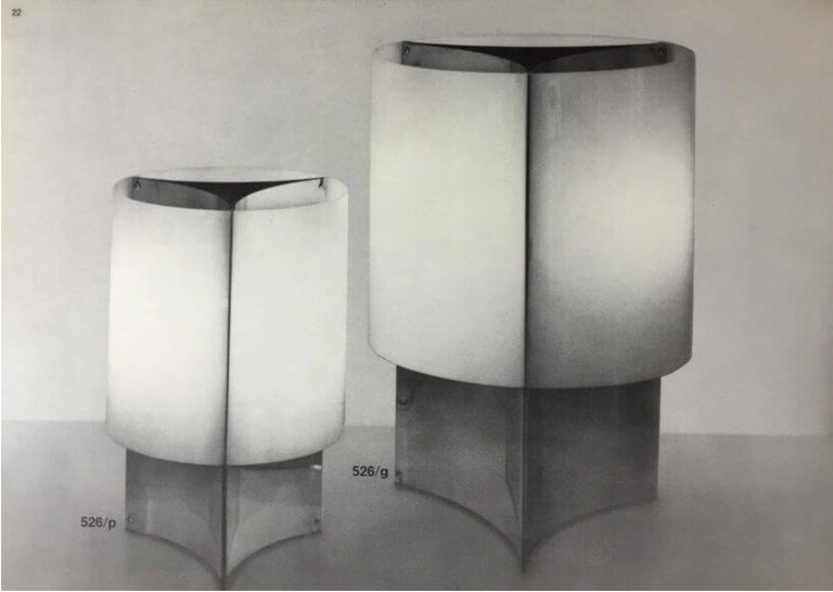1960s Massimo Vignelli Model 526/g table or floor lamp for Arteluce. Executed in chromed metal and acrylic. The simplicity of Vignelli's design and the sculptural shaping of the materials make for an incredibly refined example of his highly
