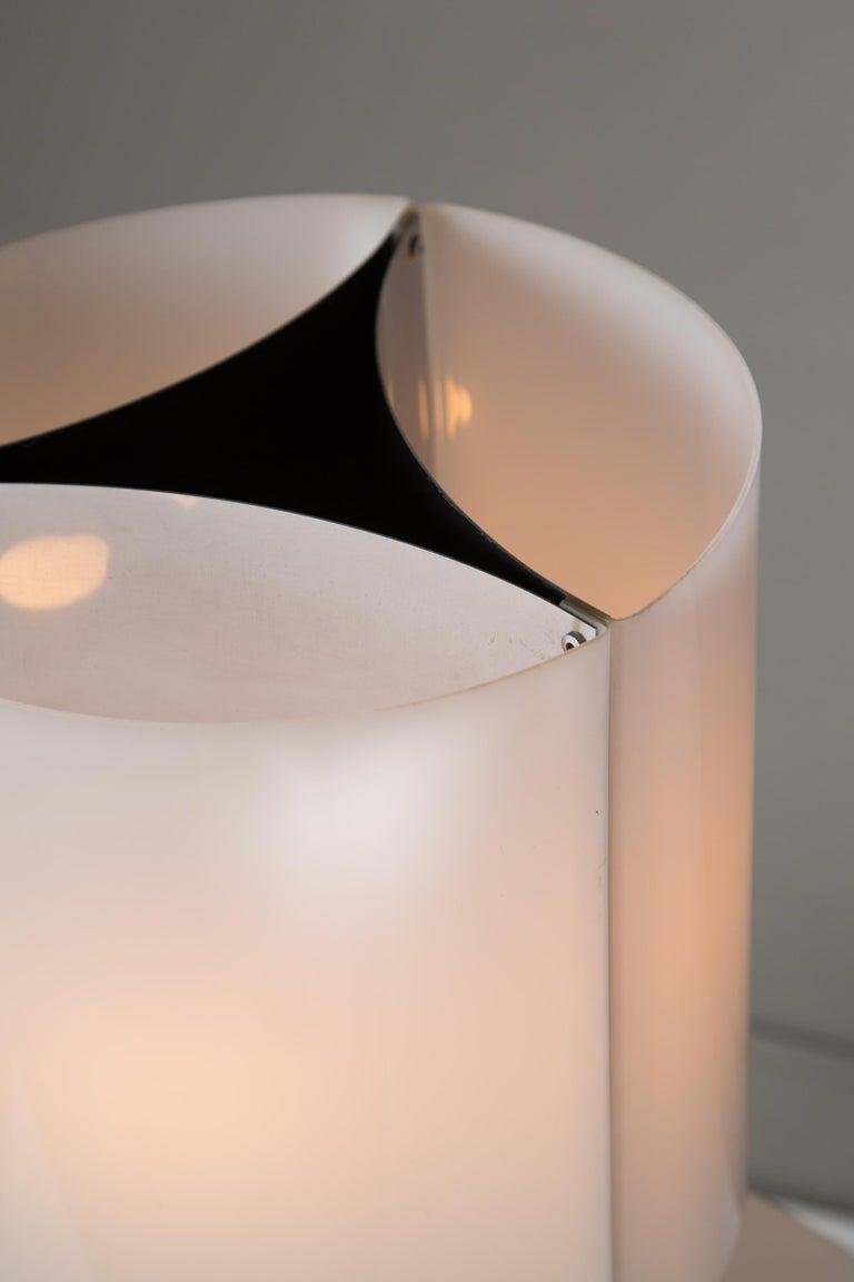 Mid-Century Modern 1960s Massimo Vignelli Model 526/g Table or Floor Lamp for Arteluce For Sale