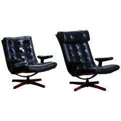 1970s Matching Pair of Black Leather Swivel Chairs by Göte Möbler Nässjö, Sweden