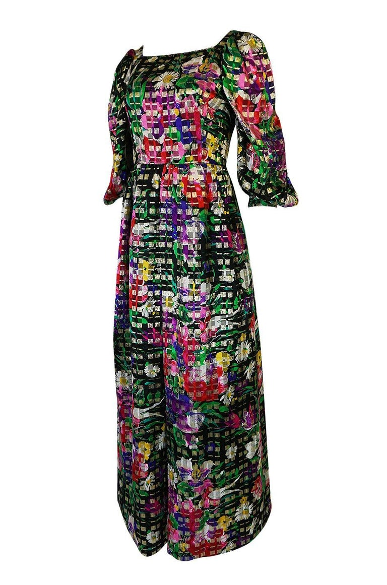 1960s Michael Novarese Floral Ribbon Print Metallic Silk Dress In Excellent Condition For Sale In Rockwood, ON