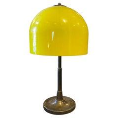 1960s Mid-Century Modern Brass and Yellow Plexiglass Italian Table Lamp