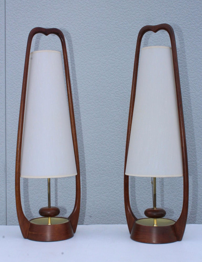 Stunning pair of 1960s midcentury walnut table lamps. In vintage condition, newly professionally rewired and ready to use.