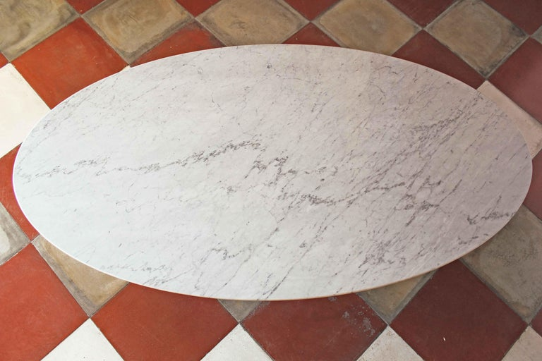 1960s vintage oval Carrara Marble Dining Table For Sale 9