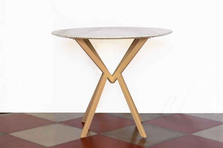 1960s Carrara marble-top round table. Iron structure painted in champagne yellow color. The marble top has been cleaned and polished whilist the iron structure repainted. Suitable for 4 people. In excellent conditions.  NOTE: contact us for info and