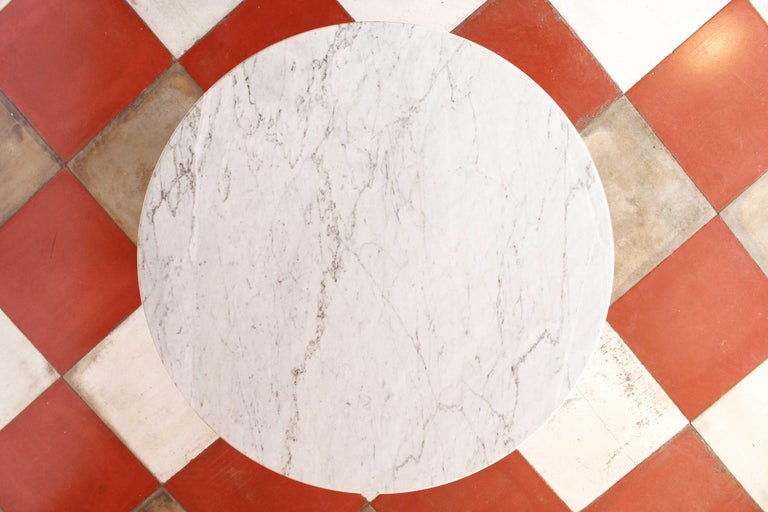 1960s vintage Dining Table with round Carrara marble top For Sale 1