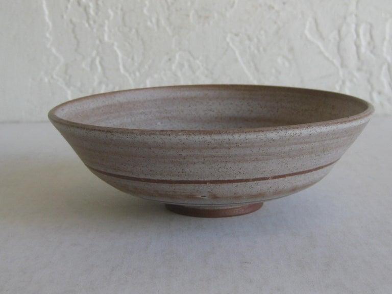 20th Century 1960s Mishi Nojima California Design Studio Pottery Low Bowl Berkeley Artist For Sale