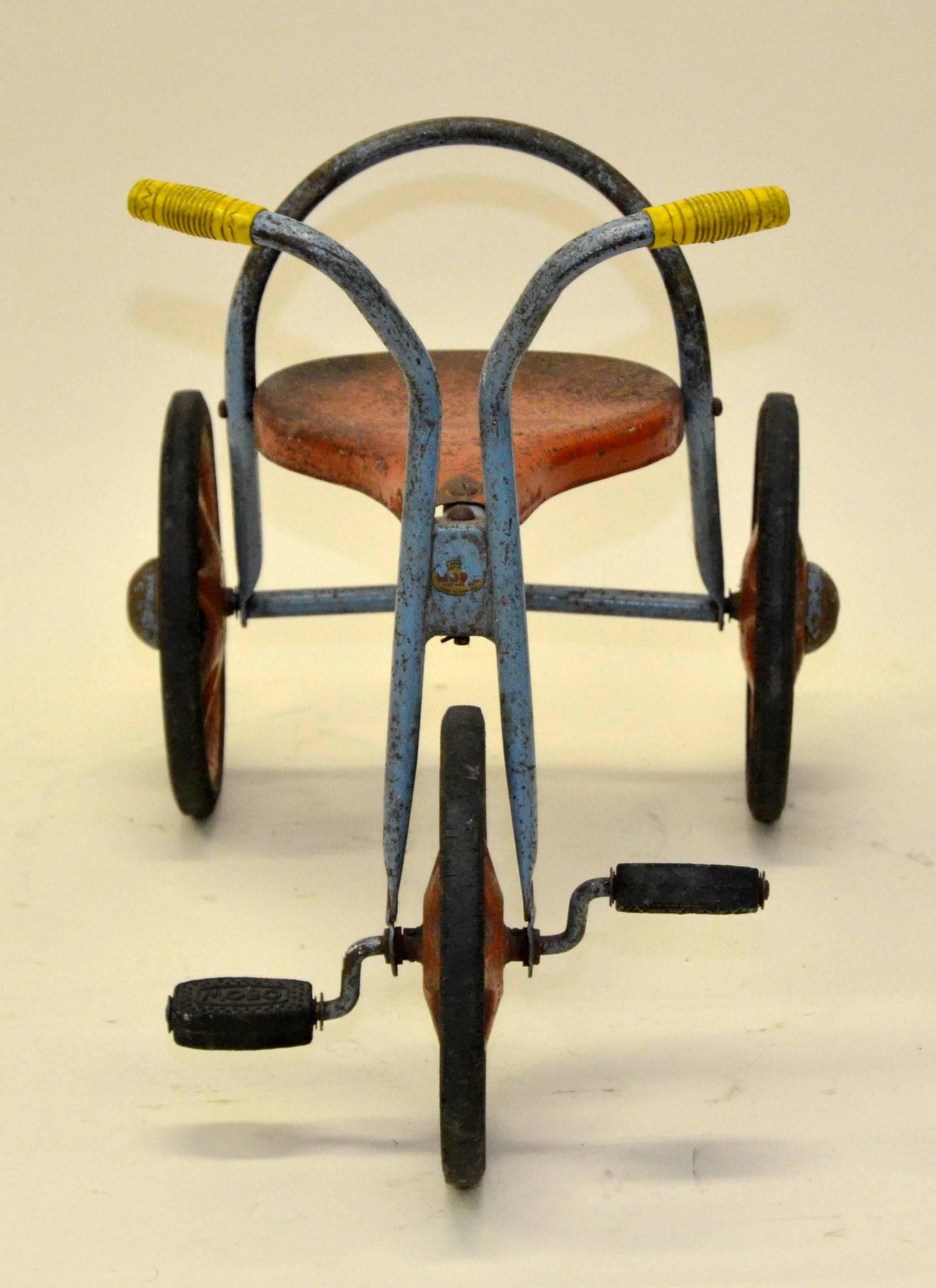 1d9a3254516 1960s Mobo Vintage Toddler's Three Wheeled Tricycle For Sale at 1stdibs