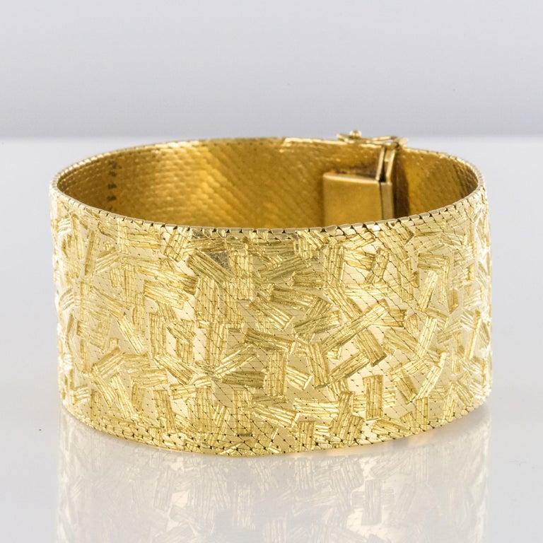 Retro 1960s Modernist Decor 18 Karat Yellow Gold Ribbon Bracelet For Sale