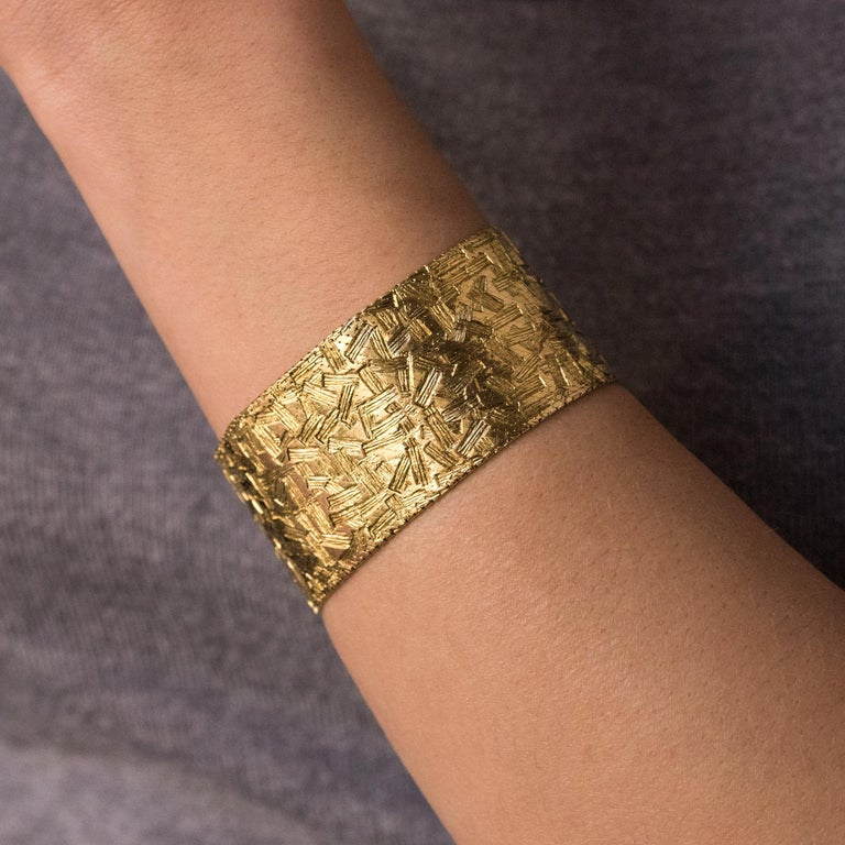 1960s Modernist Decor 18 Karat Yellow Gold Ribbon Bracelet For Sale 4