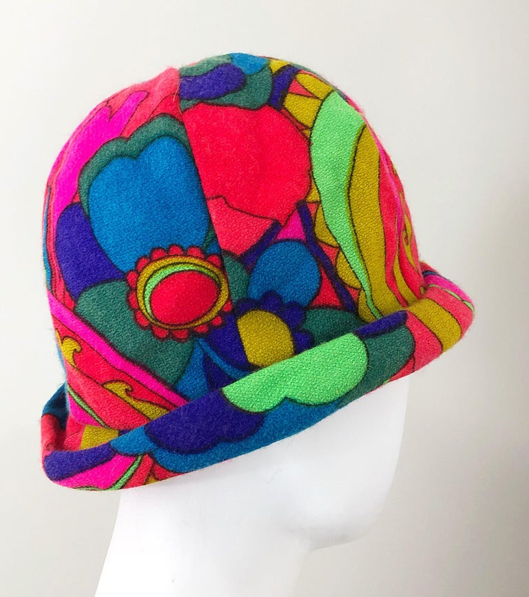 1960s Mr. Martin Retro Bright Mod Psychedelic Vintage 60s Wool Cloche Hat  In Excellent Condition For Sale In Chicago, IL
