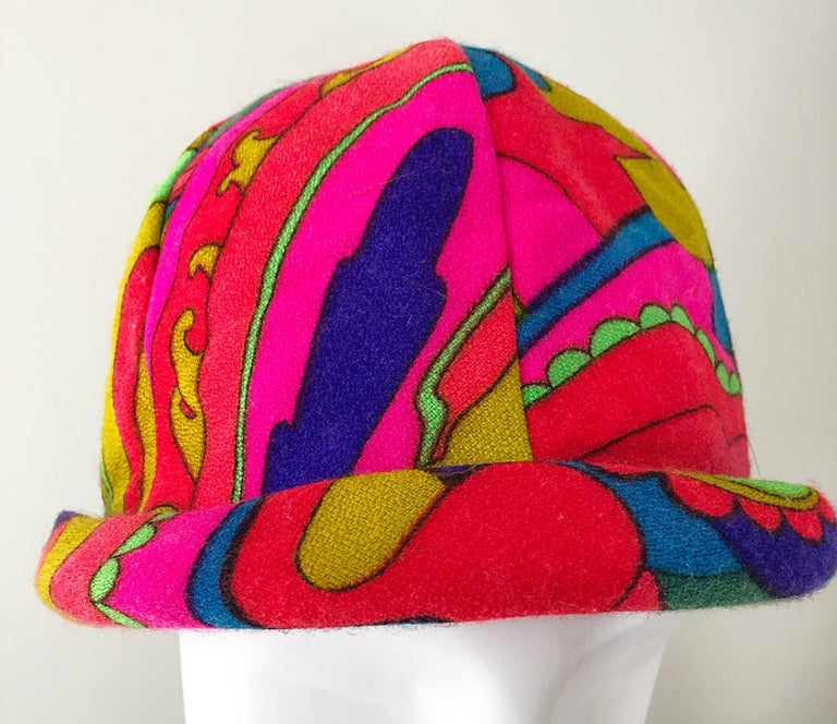 1960s Mr. Martin Retro Bright Mod Psychedelic Vintage 60s Wool Cloche Hat  For Sale 4